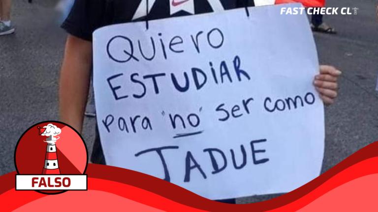 """(Imagen) Niño con cartel: """"Quiero estudiar para no ser como Jadue"""": #Falso"""