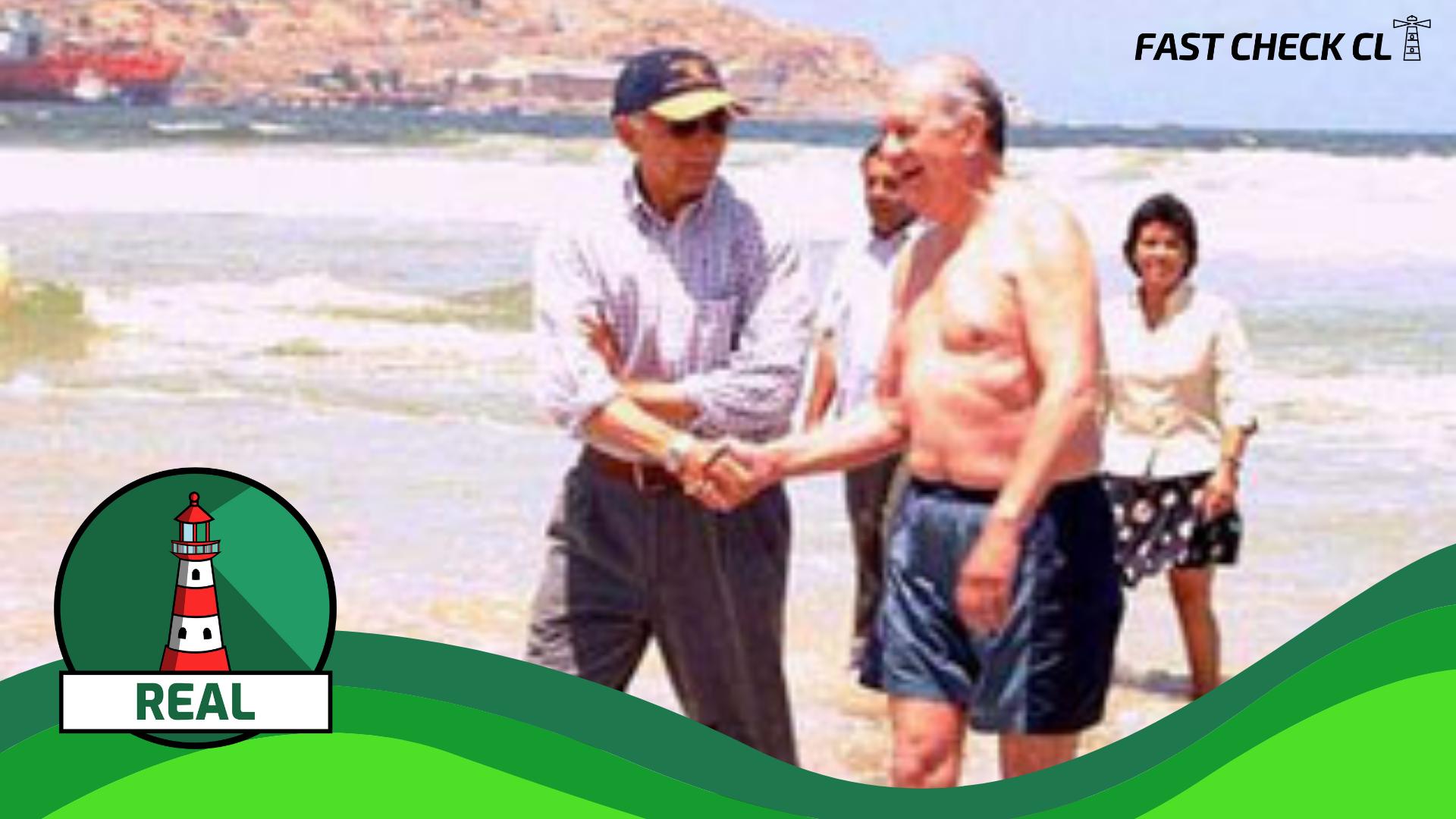 Read more about the article (Imagen) La actual presidenta del Senado, Yasna Provoste, acompañó en 2003 al expresidente, Ricardo Lagos, a bañarse en la playa de Chañaral como señal de que la costa ya no estaba contaminada: #Real